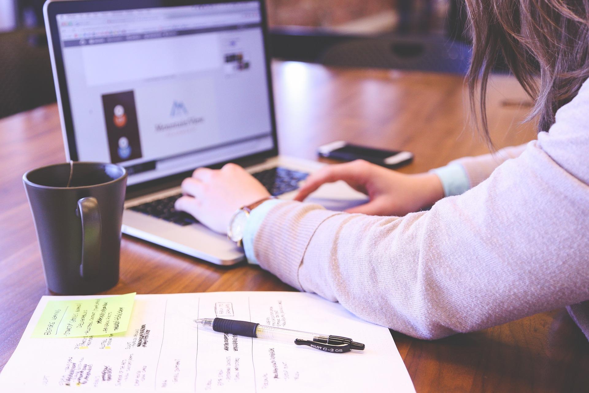 student 849822 1920 - Como Trabalhar Marketing de Relacionamento - 4 Passos para uma Relação com o Cliente que Gera Vendas.