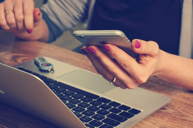 trabalhar online 1 - Trabalhar Online: O que é Melhor Celular x Computador