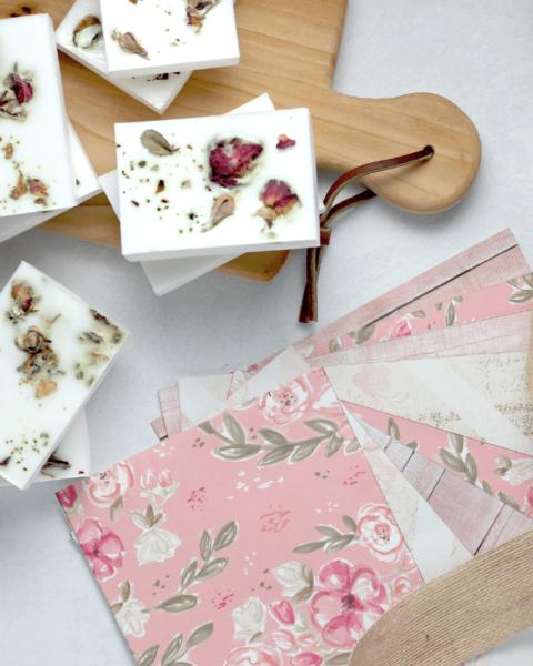 sabonete de hibisco 1 480x600 - Receita de sabonete artesanal de hibisco – passo a passo!