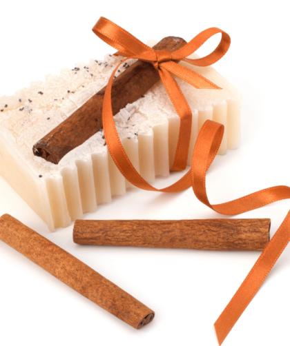 sabonete de canela 1 420x502 - Receita de sabonete de canela e cenoura – Sabonete bronzeador