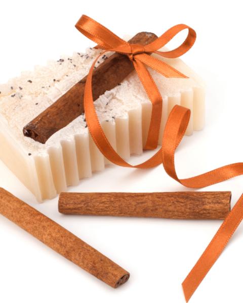 sabonete de canela 1 480x600 - Receita de sabonete de canela e cenoura – Sabonete bronzeador