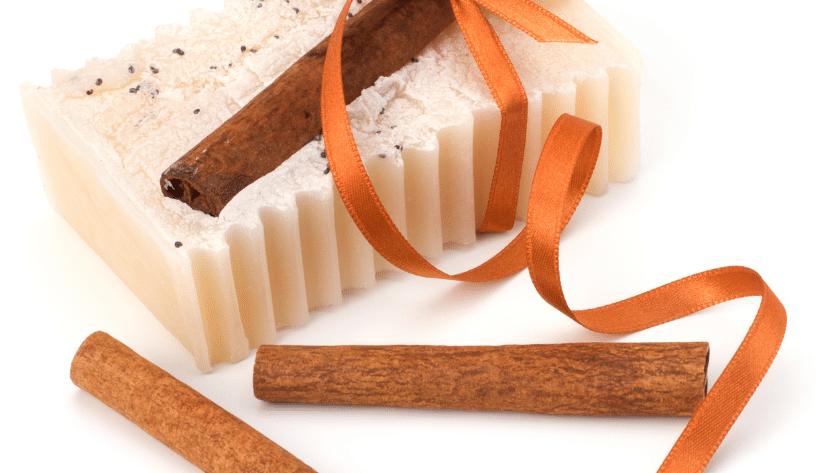 sabonete de canela 1 840x473 - Receita de sabonete de canela e cenoura – Sabonete bronzeador