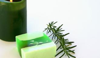 sabonete de alecrim 2 330x190 - Receita de sabonete artesanal de alecrim passo a passo