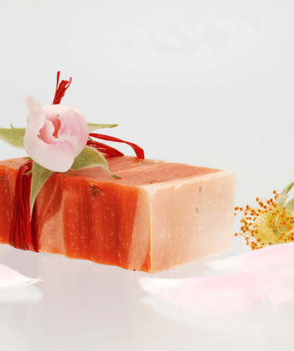 rosa damascena 1 420x502 - Receita de sabonete artesanal de rosa damascena passo a passo